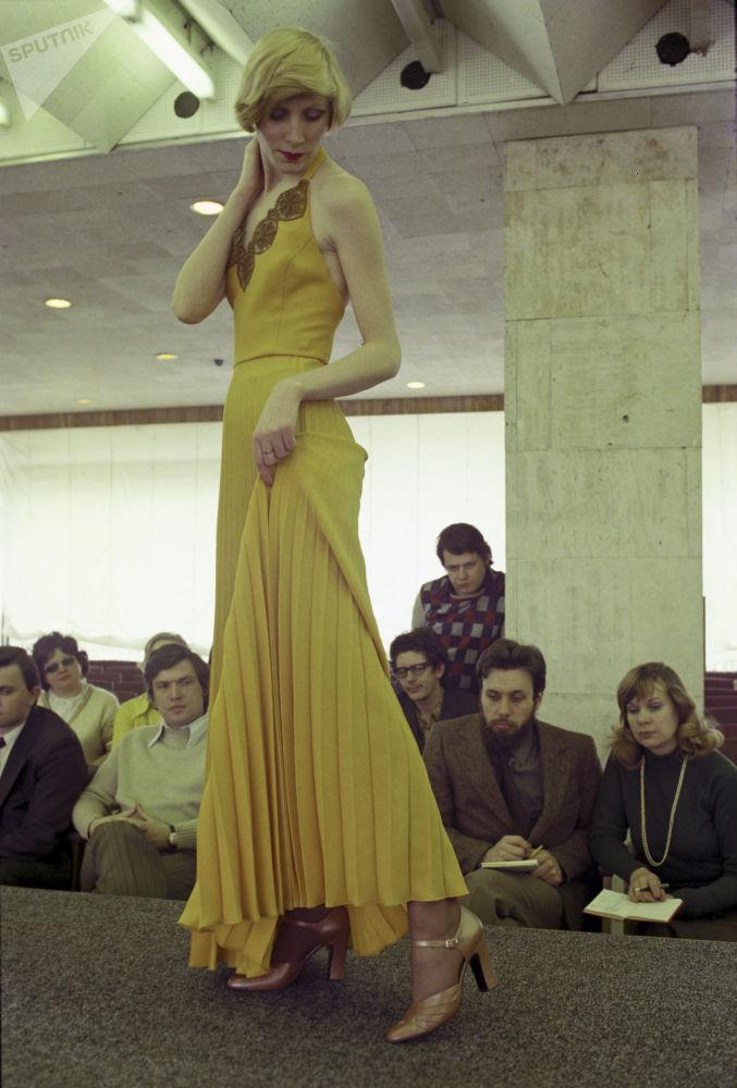 Desde las pasarelas hasta las calles: la moda soviética, en imágenes