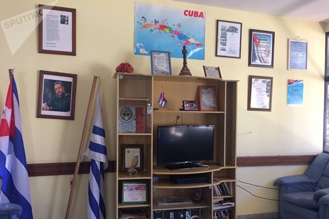 Sala de estar de la residencia de los médicos cubanos en Uruguay