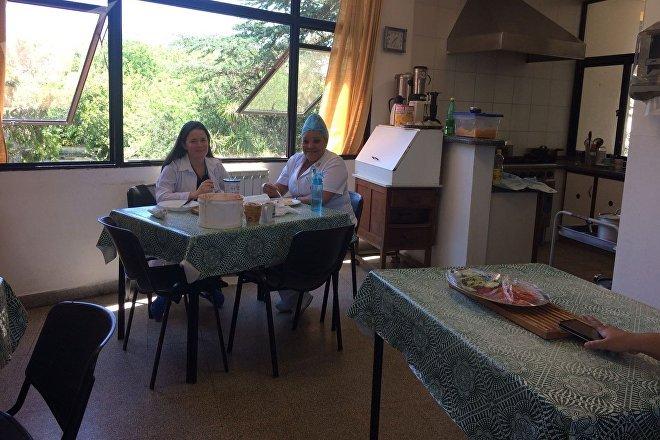 Comedor de la residencia de los médicos cubanos en Uruguay