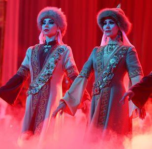 Mujeres tártaras deslumbran en un concurso de belleza en Kazán