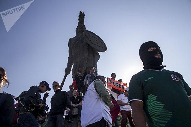 Pequeña manifestación antimigrante en la glorieta de Cuauhtémoc