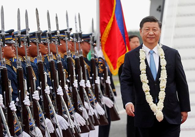 El presidente Xi Jinping llega a Manila
