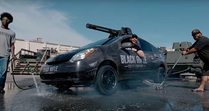 Un cañón Vulcan montado sobre un Toyota Prius