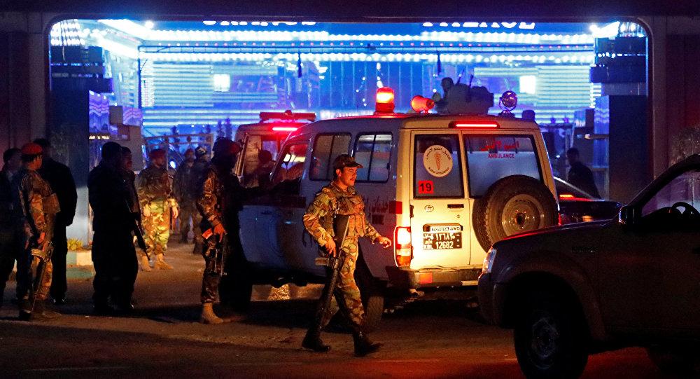 Policía afgana en el lugar del atentado