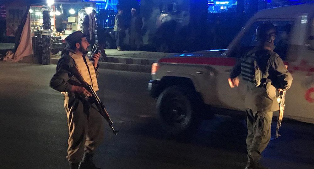 Policía afgana tras el atentado en Kabul