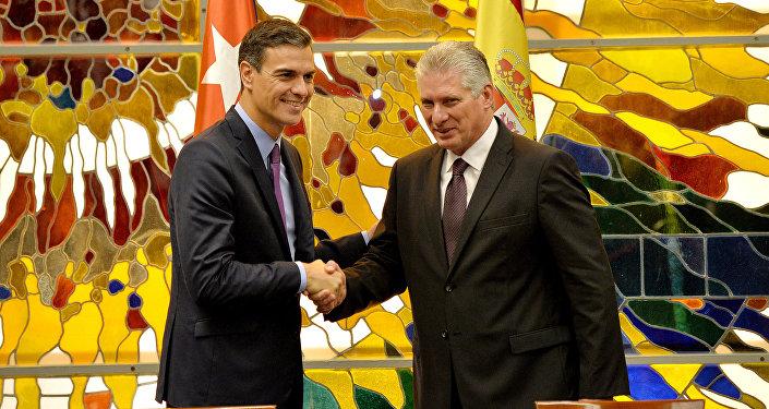 El presidente del Gobierno de España, Pedro Sánchez, y el presidente de Cuba, Miguel Díaz-Canel