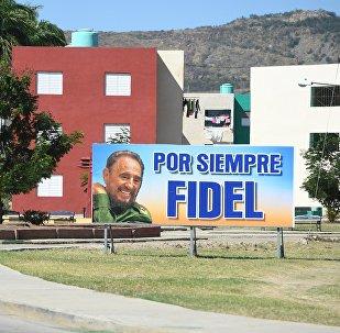 Un cartel en apoyo a Fidel Castro en Santiago de Cuba