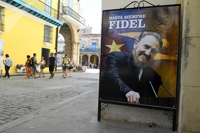 Cartel en memoria de Fidel Castro en La Habana