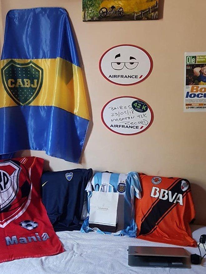 Pero el gallibosti también tiene banderas y camisetas de Boca