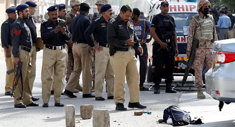 La Policía de Pakistán en el lugar del atentado