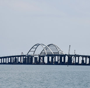 Puente de Crimea sobre el estrecho de Kerch
