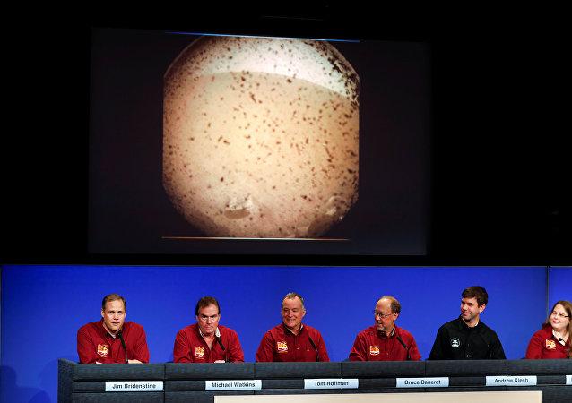 Científicos de la NASA comentan el aterrizaje de la sonda InSight en Marte