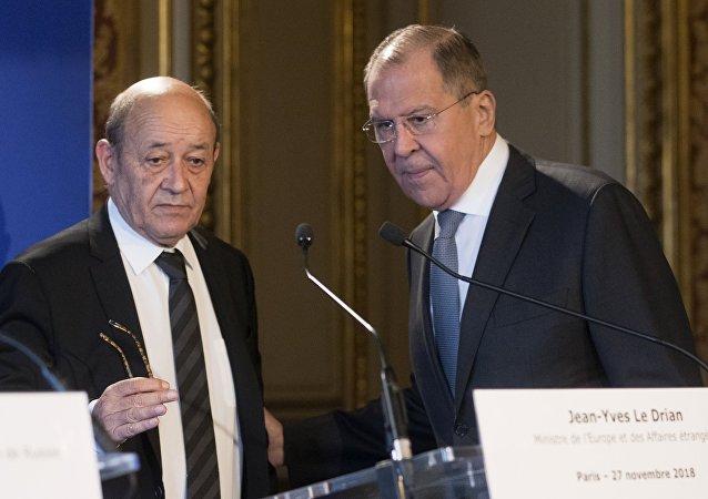 El canciller francés, Jean-Yves Le Drian, y el canciller ruso, Serguéi Lavrov