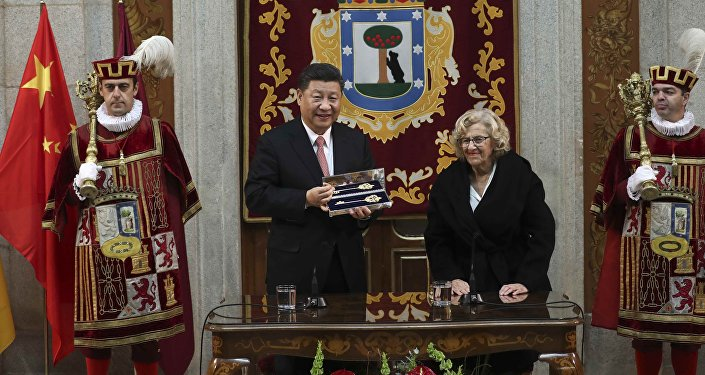 El presidente de China, Xi Jinping y la alcaldesa de Madrid, Manuela Carmena