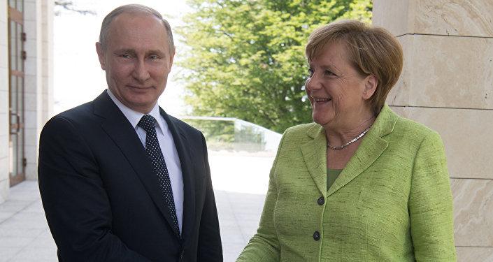 Vladímir Putin, presidente de Rusia, y Angela Merkel, canciller de Alemania (archivo)
