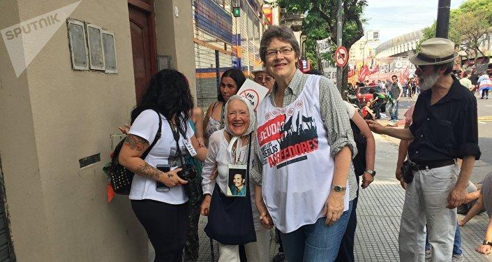 Nora Cortiñas, militante y defensora de los derechos humanos argentina, presente en la marcha anti G20