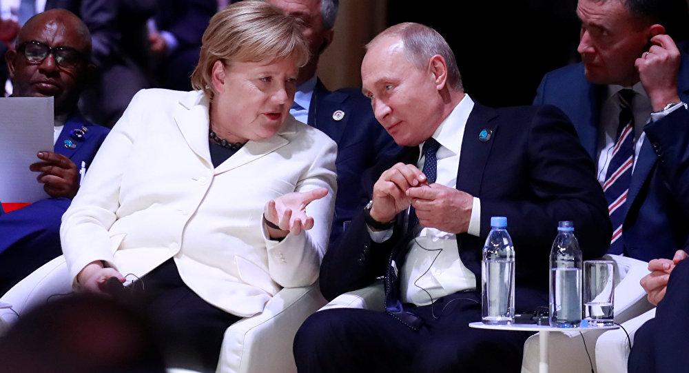 El presidente ruso, Vladímir Putin, y la canciller alemana, Angela Merkel (archivo)