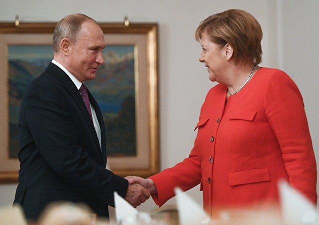 El presidente ruso, Vladímir Putin, y la canciller alemana, Angela Merkel