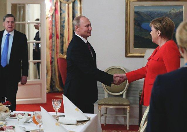 El presidente ruso, Vladímir Putin, y la canciller alemana, Angela Merkel, en la cumbre de G20 en Argentina