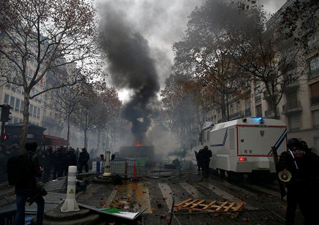 Barricadas en París durante protestas de 'chalecos amarillos'