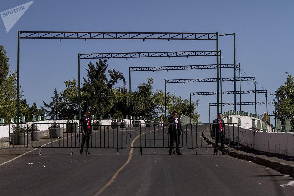 Elementos de la Secretaría de Defensa Nacional impiden el paso al Congreso de la Unión en San Lázaro