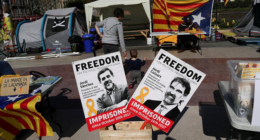 Banderas independistas de Cataluña y fotografías de los presos políticos