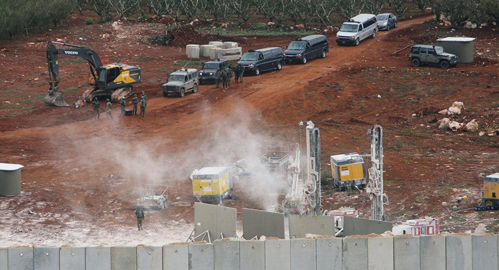 Vehículos israelíes durante la operación en la frontera entre Israel y el Líbano