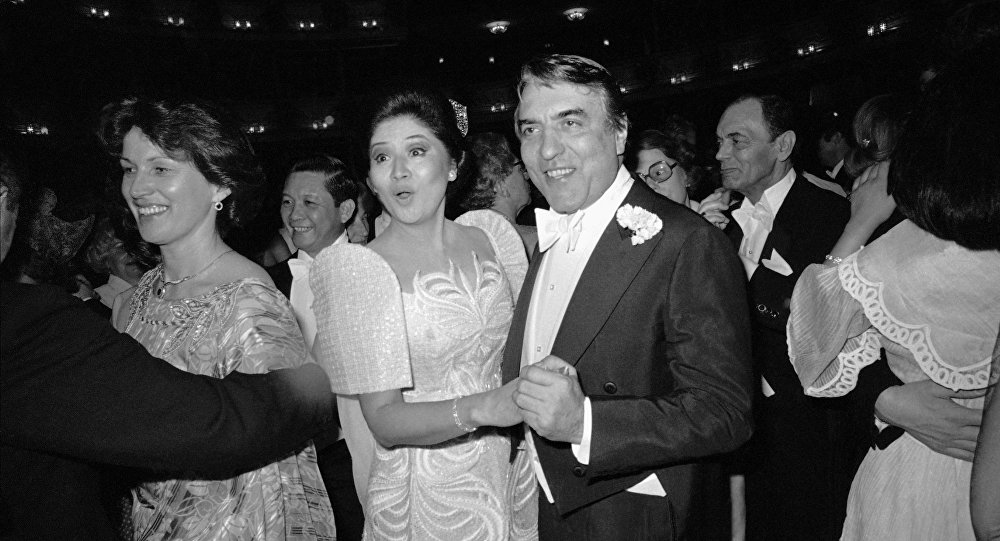 Imelda Marcos (al centro), ex primera dama de Filipinas (archivo)