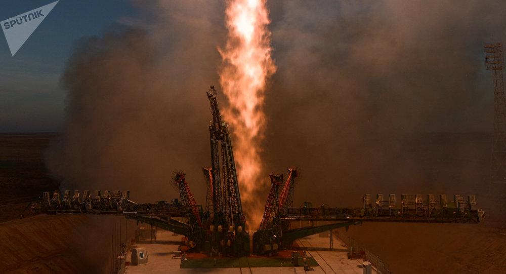 El despegue de la nave Soyuz MS-11 desde el cosmódromo de Baikonur