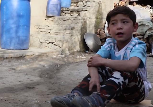 Murtaza Ahmadi, niño afgano saltó a la fama mundial por haber creado una 'camiseta' con el nombre de Lionel Messi