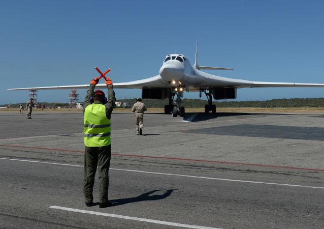 Tu-160 ruso en Venezuela