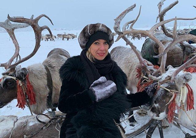 María Zajárova, portavoz de la Cancillería rusa, cumple su sueño de ver a un venado
