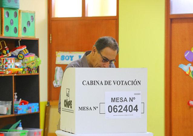 Martín Vizcarra, el presidente de Perú, durante el referéndum