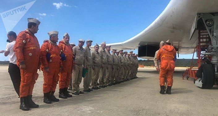 Una aeronave Tu-160 en la rampa 4 del aeropuerto internacional Simón Bolívar, en Venezuela