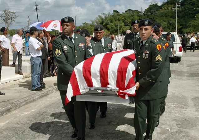 Un funeral de una mujer caída en combate de Puerto Rico