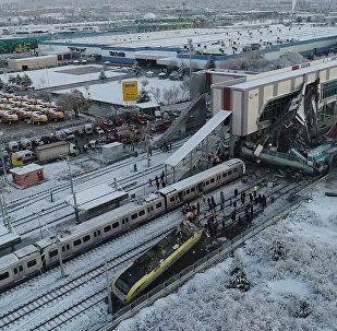 Las graves consecuencias del descarrilamiento del tren en Turquía