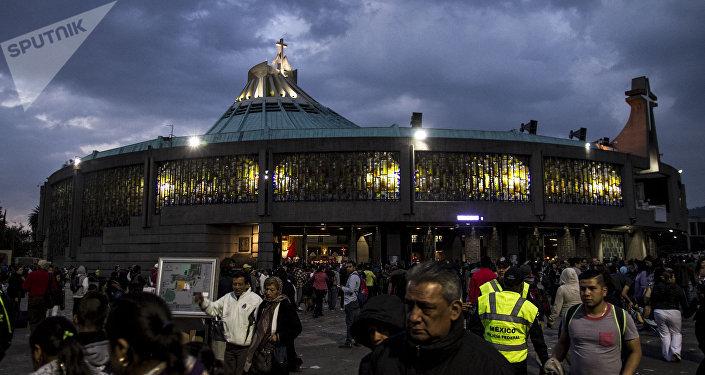 Cientos de peregrinos frente a la Basílica de Guadalupe