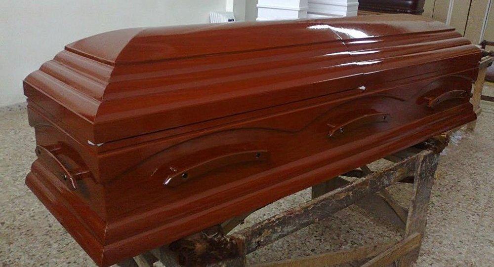 Increíble: frenaron un cortejo fúnebre porque escucharon ruidos en el cajón