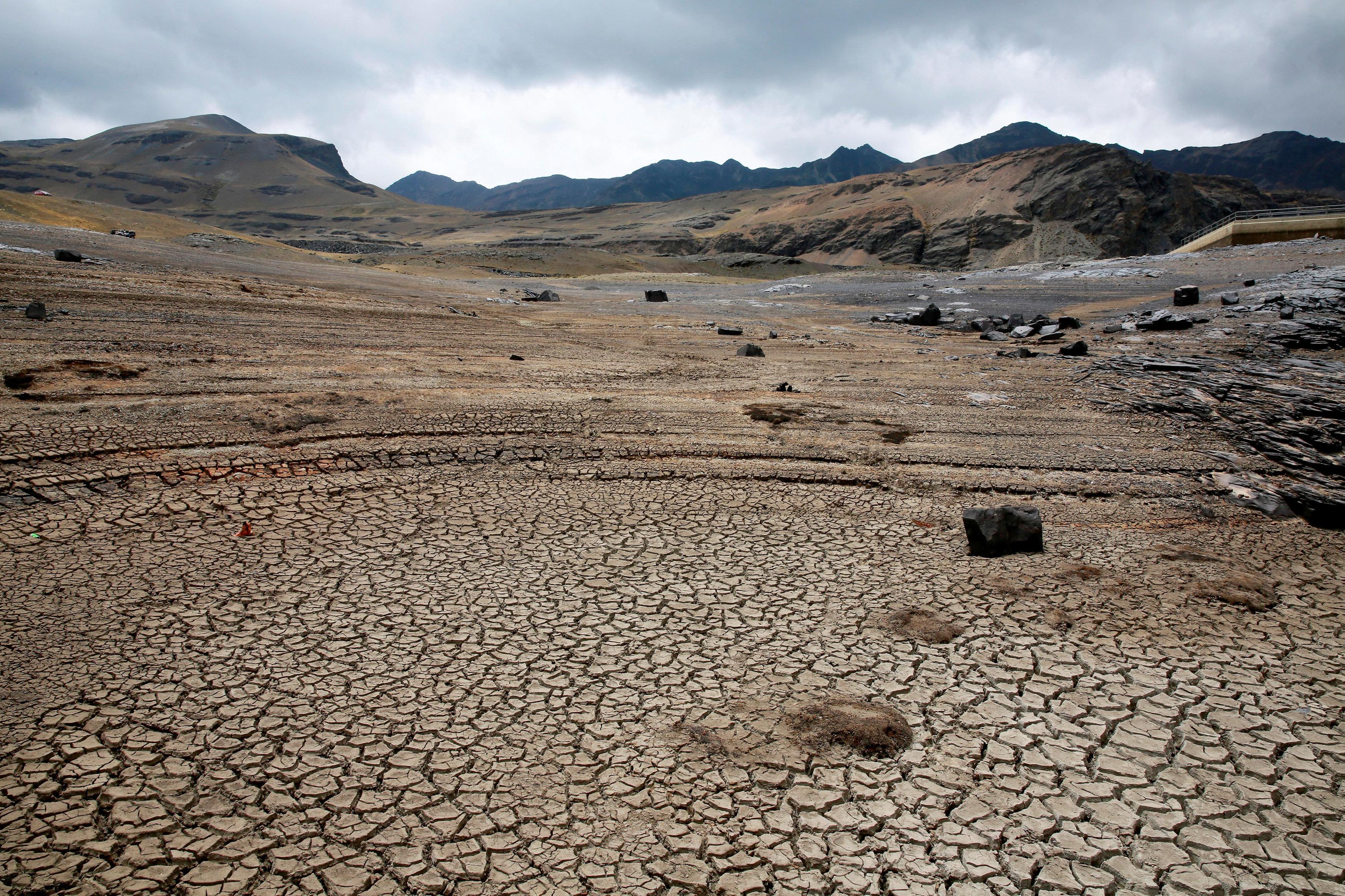 La represesa Khota Ajuan, en Bolivia, afectada por una fuerte sequía
