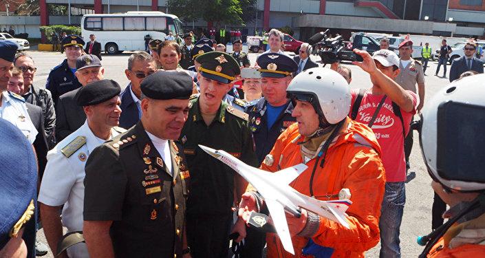 Venezuela despide a la tripulación de los aviones rusos