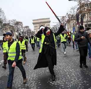 Una manifestación anti-Macron se apodera de París