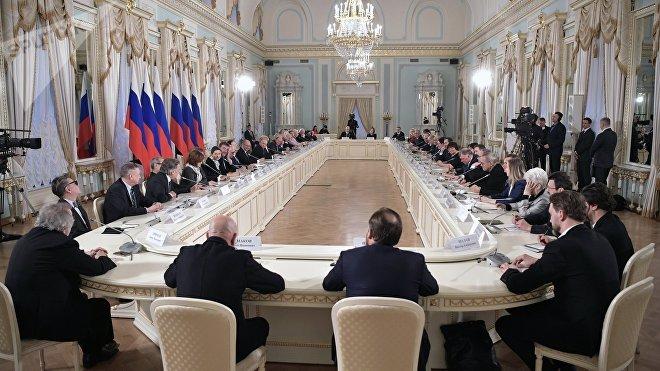 Sesión plenaria del Consejo de Cultura y Artes presidencial el 15 de diciembre de 2018 en San Petersburgo (Rusia)