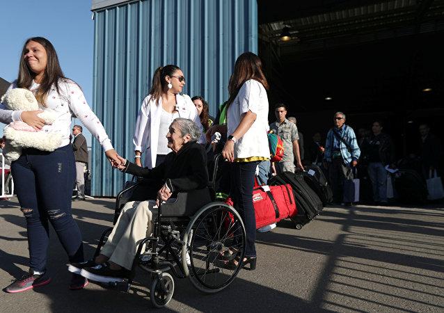 Chilenos regresan a su país