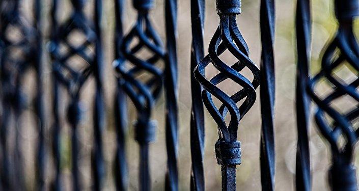 Una valla de diseño artístico