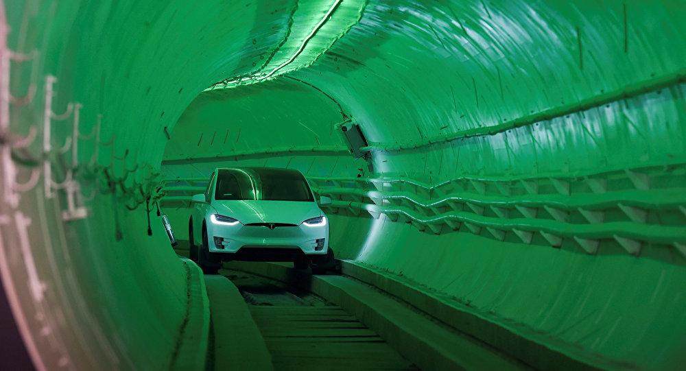 Video furioso: El primer túnel para autos de Elon Musk