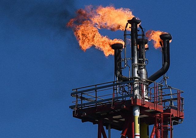 Una refinería (archivo)