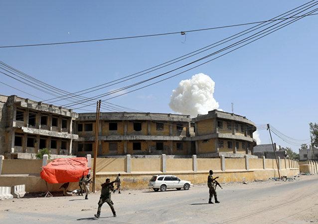 Humo tras una explosión en Mogadiscio, Somalia