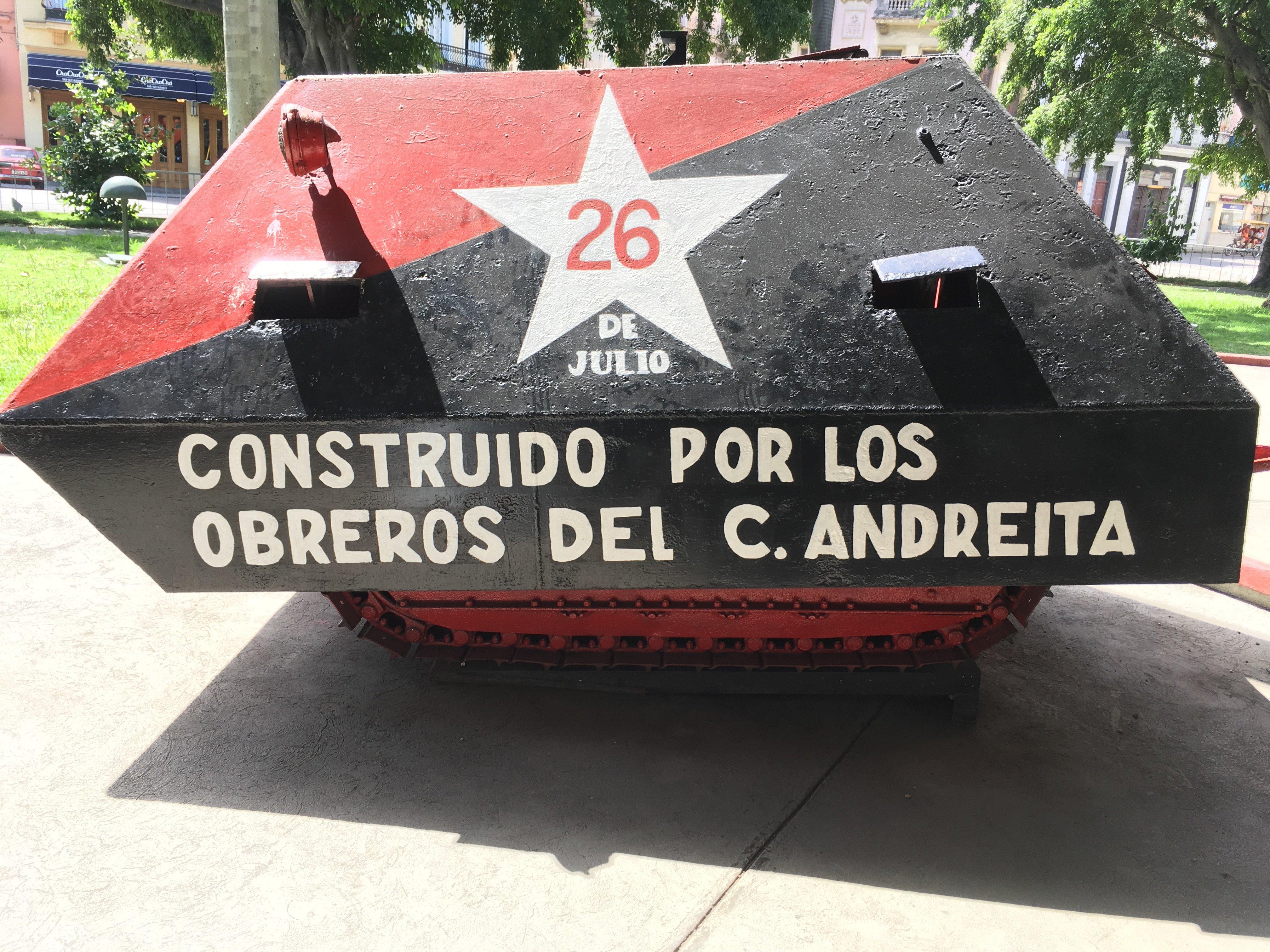 Este carro blindado fue construido por los obreros del Central Andreita en Villa Clara para ser utilizado por las tropas del Che Guevara. Nunca entró en combate, pues ocurrió el triunfo de la Revolución cubana.