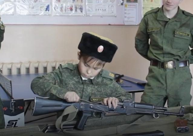 El comandante cosaco más joven del mundo es pequeño pero matón