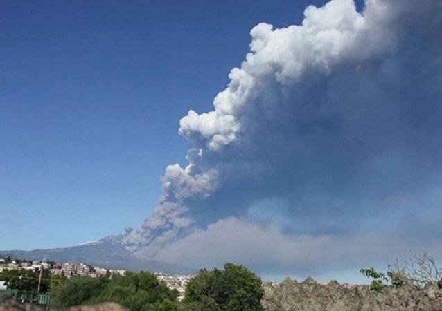 Nueva erupción del Monte Etna en Sicilia